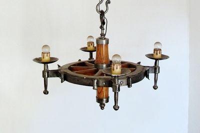 Lámpara de techo realizada en forja y madera