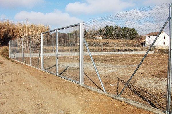 Cercado metálico galvanizado para instalaciones rurales