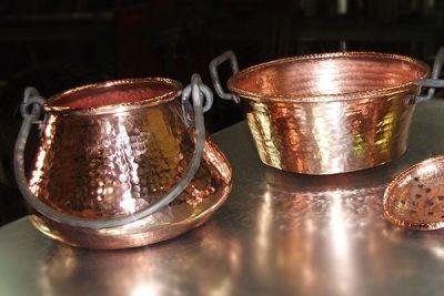 Calderos de cobre de fabricación artesanal
