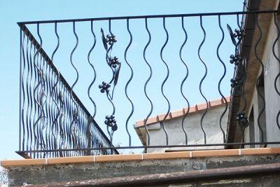 Barandilla en forja industrial para terraza de vivienda unifamiliar