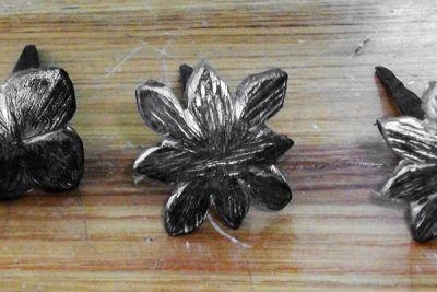 Clavos artesanales realizados en forja artística