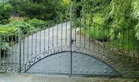 Puerta de acceso a finca realizada en forja artística